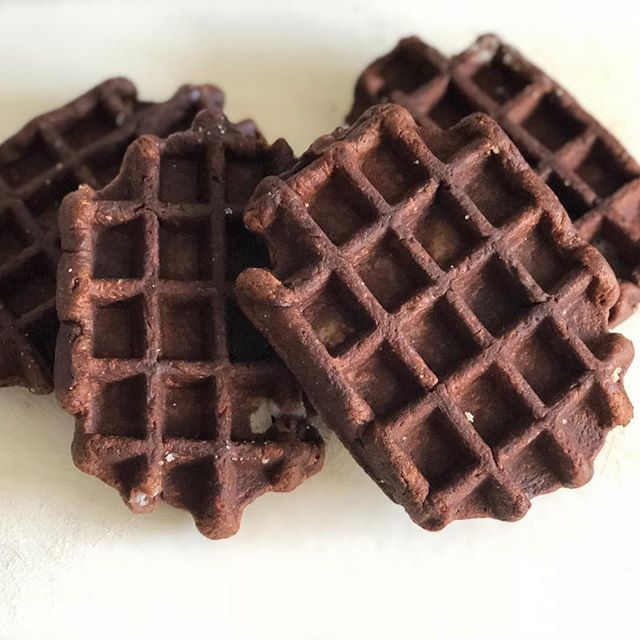 It's the weekend! Who's craving chocolate? All @suitefoods waffles on sale now at SuiteFoods.com. #chocolate #waffle #weekend #sale #presidentsday