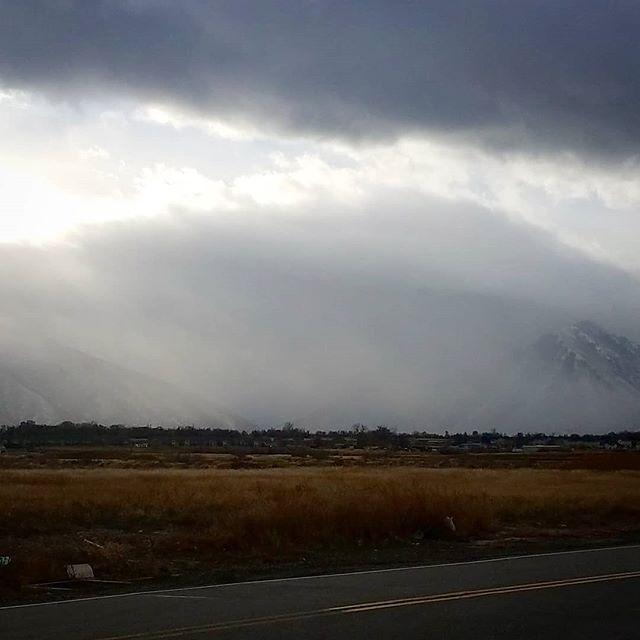 Not tge best #pic but #interesting. #utah #clouds #winter #sunrise