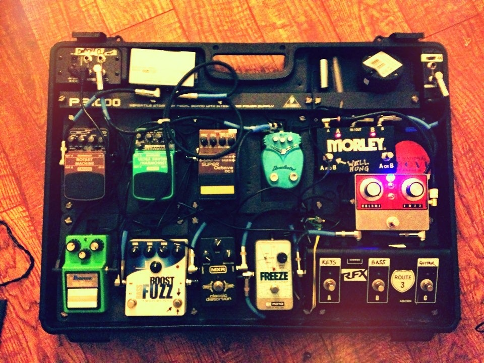 Robin's attempt to make things simpler for tonight's show didn't really work…this is the guitar fx equivalent of knowing all the buttons to press for Halo on Xbox. WELL HUNG HEART - MOLLY MALONES | LA | DEC 01 | 11pm