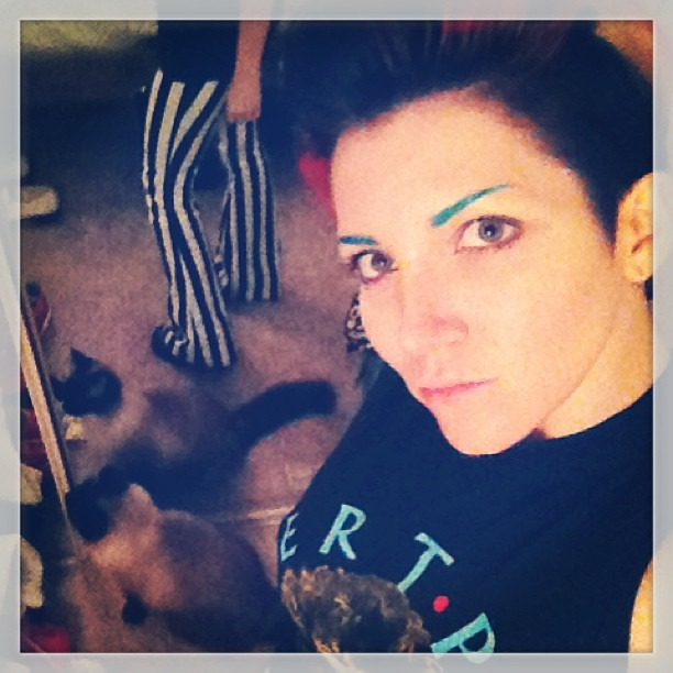All dressed up with no where else to go tonight…walking dead time! #rocknroll #messyroom #siamesecat #catfight #coloredeyebrows #walkingdead #rainbowhair #crayolaqueen #wellhungheart