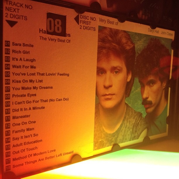 #hallandoates #goodtunes #jukebox #rubyroom #sandiego #ilovedarylhall (at Ruby Room)