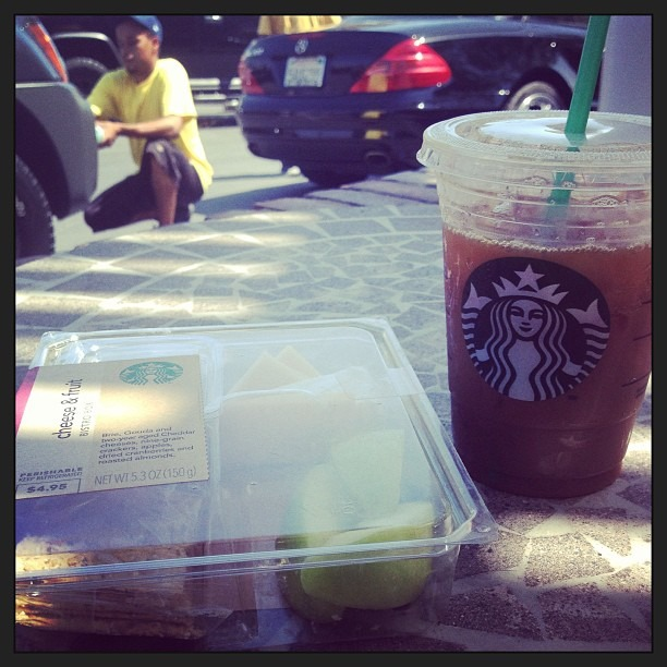 #Starbucks lunch and a #carwash … i feel lazy but i like it #icedcoffeewithnonfatmilk #weddingcountdown #13days #mexicoiscalling (at Town & Country Car Wash)
