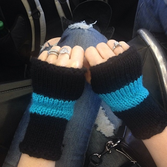 Warm in LA but about to be #freezing in #NY… Good thing my hand will be warm thanks to Wendy Hung for my custom #knit #gloves!!! #turquoise #black so cute