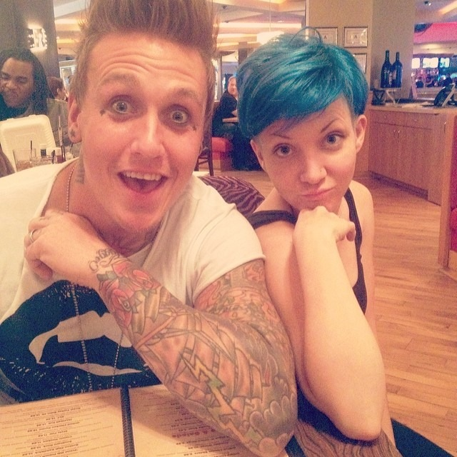 This guy @jacobydakotashaddix is a big personal influence and inspiration to me and one of the kindest people i know. He taught me that everyone is important in life from family, fans, strangers. Keep it real and learn from everything. Xx Now go listen to some #paparoach albums and then do something nice in the world.