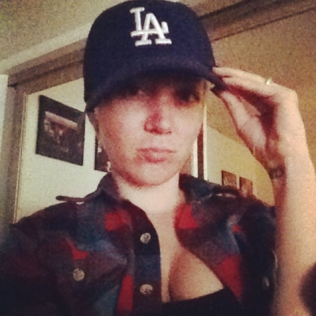 Holding this hat for #ransom #finderskeepers @paulsee2 #yourheadishuge #la #dodgers