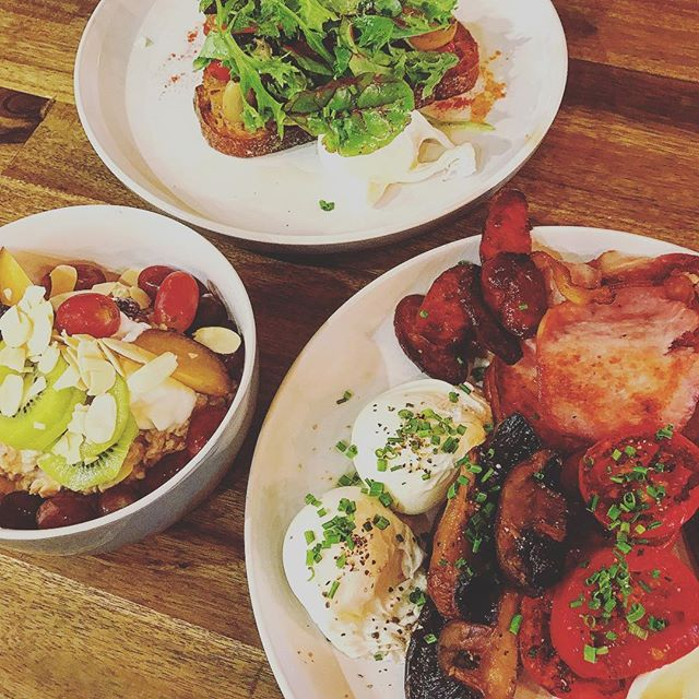 On rainy days like today, you need a breakfast spread that looks like this! Plenty of room here at Marcelle to escape the cold rainy weather ❄️ See you soon ❤️ #pottspointeats #marcelleonmacleay #pottspointfood #pottspointcafe #healthyfood #winterfood #breakfast #marcellexo #goodfood #goodvibes #sydneyeats