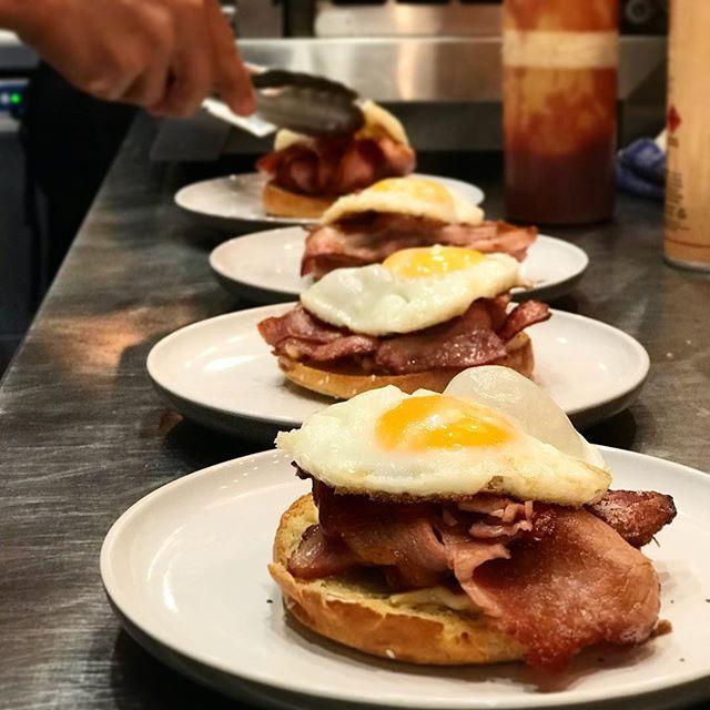 Treat your self for Sunday : crispy bacon sunny side up egg on brioche bun 🥓 🍳 😋 #pottspointeats #marcelleonmacleay #baconeggs #sundayvibes #breakfast #brunchinsydney #pottspointfood #pottspointcafe