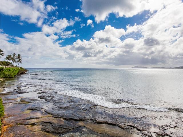 PORTLOCK TIDE POOLS, view looking west towards Diamond Head