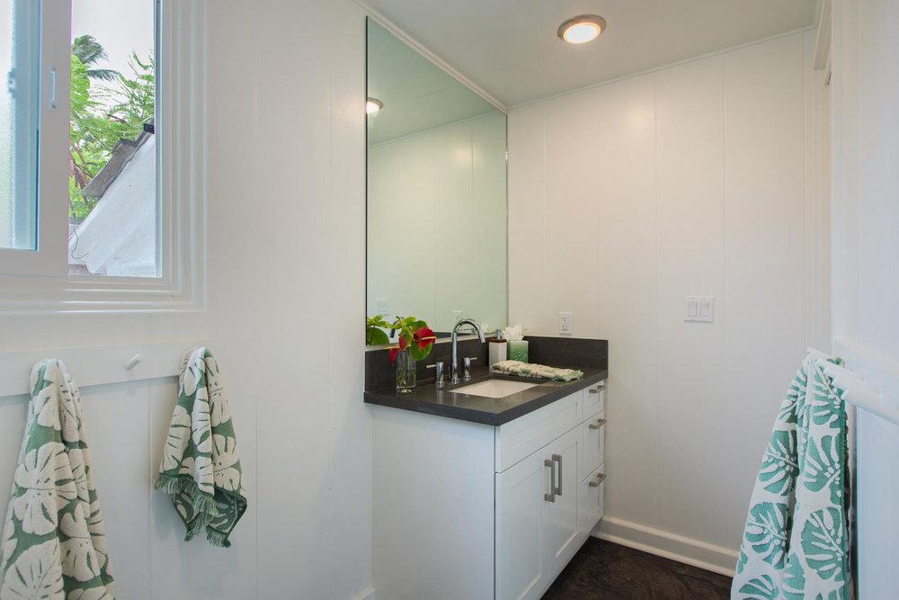 1502 Mokulua Dr Kailua HI-large-017-28-Bathroom-1500x1000-72dpi.jpg