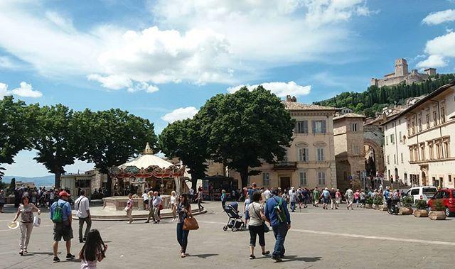 Saturday stroll with a gelato. Feeling like summer #bellaumbria #piazza