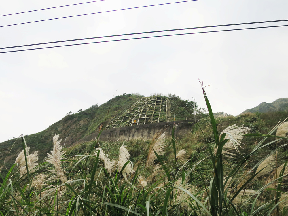 Retaining wall by the highway, Jinguashi/Jiufen, Taiwan