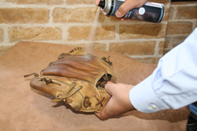 可以使用那帕防護噴劑保養皮革