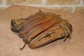 乾淨並回復滋潤度的棒球手套
