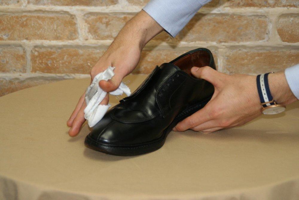 用油脂潔潔劑清除表面的油蠟