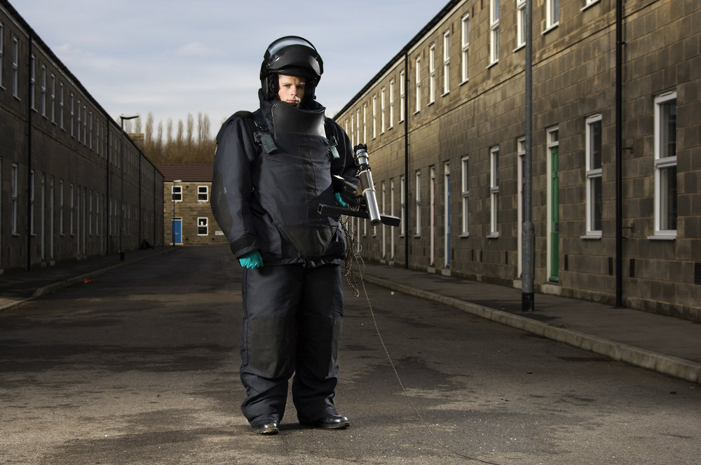 Bomb Disposal Man-Army Magazine