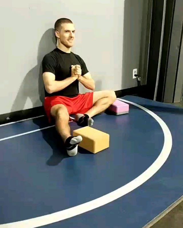 "Richard working on flexion and ""front side"" hip stuff. He has been making excellent progress! 1. Back supported #4 Hover 2. Non-supported Hover (significantly more difficult) 3. Flexion Liftoff 4. Hip flexion eccentrics with a controlled pistol.  DM me for in person and remote training.  #functionalrangeconditioning  #functionalrangesystems  #FRCms  #Kinstretch #controlyourself"