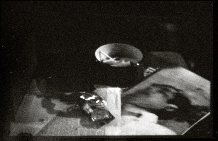 Ein Stillleben offenbart – Geschichte eines Nachtschränkchens  | fine art print | 59,5 x 91,5 cm