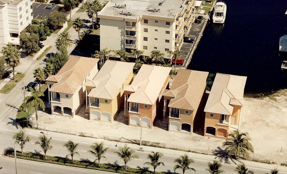 9 TOWNHOMES - LUXURY WATER FRONT TOWNHOMESAND MARINA
