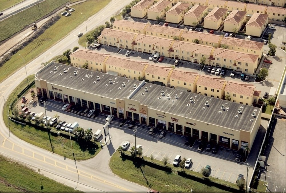 30,000 SQ.FT. - RETAIL SHOPPES