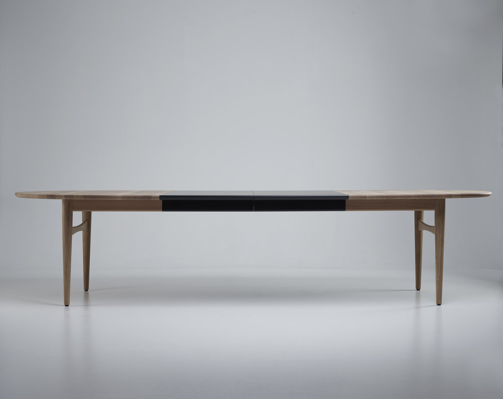 Oya extendable dining table
