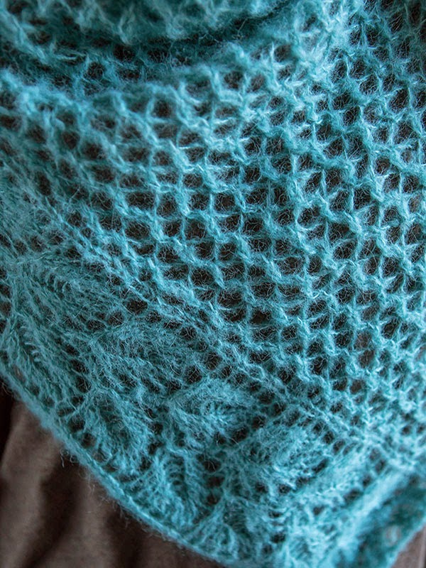 Squelette Lace Shawl Free Knitting Pattern