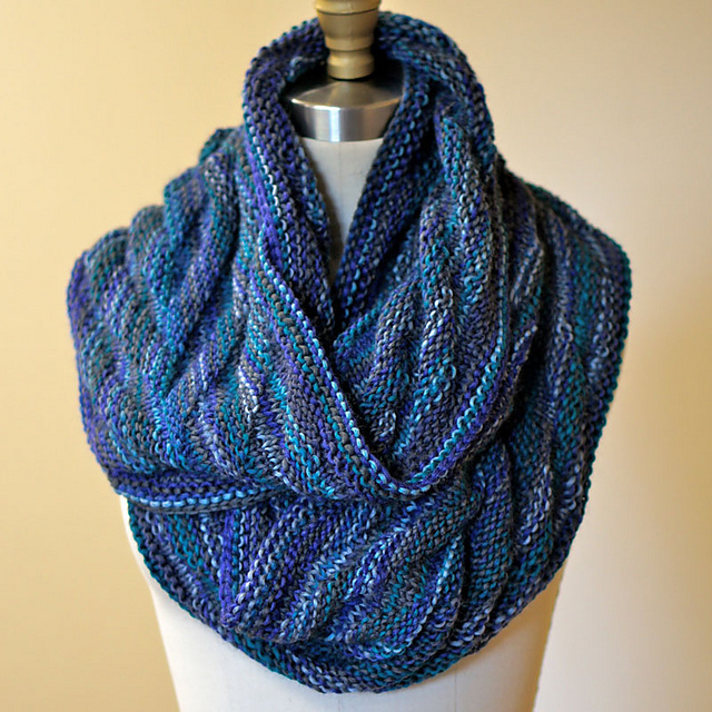 Easy! Arrowhead Moebius Cowl Free Knitting Pattern