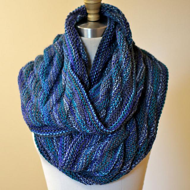 Arrowhead Moebius Cowl Free Knitting Pattern   Blog.NobleKnits