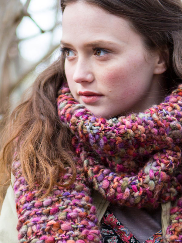 Wood Lily Scarf Free Pattern - great beginner project and quick knit for more advanced knitters!