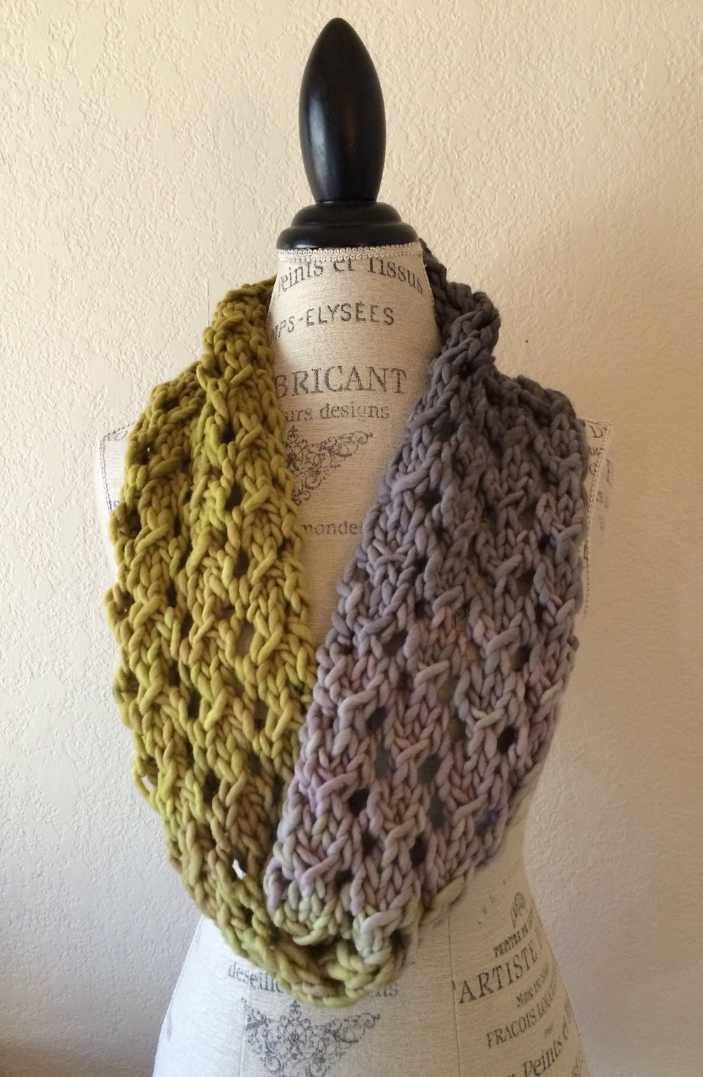 Knitted Cowl Pattern For Bulky Yarn : Bulky Lace Cowl Free Knitting Pattern