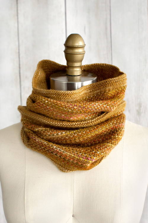 Free Knitting Patterns For Cowls To Download : Tejido Cowl Free Knitting Pattern   Blog.NobleKnits