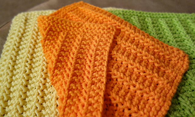 DIY Knitting Projects: Easy Dishcloths!