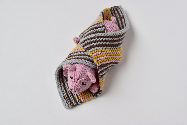 Pig in a Blanket and Other Adorable Pig Knitting Projects!
