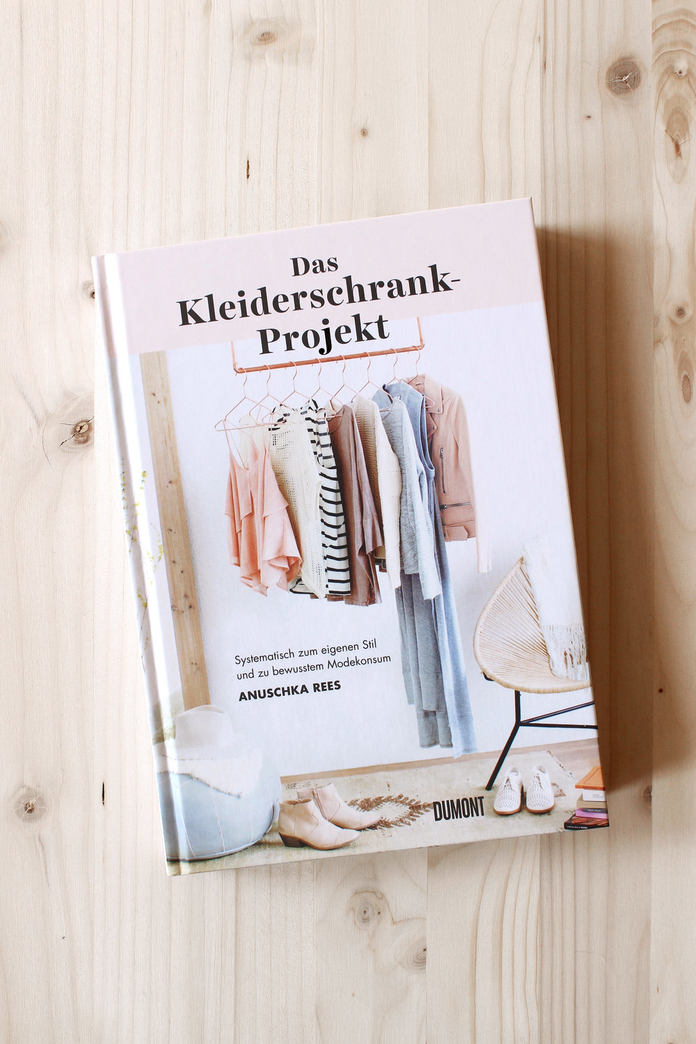 out this week das kleiderschrank projekt and the curated closet uk edition anuschka rees. Black Bedroom Furniture Sets. Home Design Ideas