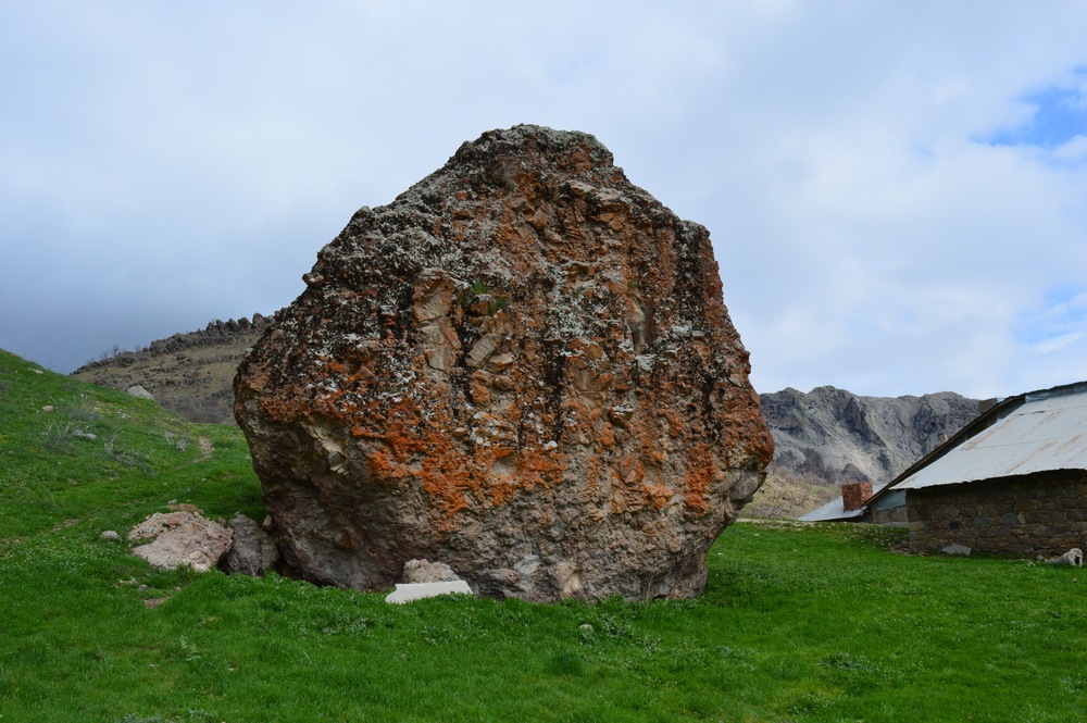 An outcrop of rock in Tunceli's mountainous countryside: at first glance, nothing special