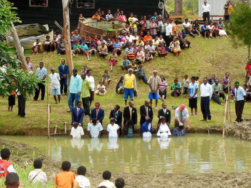 Los Creyentes recibieron a Cristo como resultado de un nuevo ministerio de cine de La Alianza en West Papua, Indonesia.