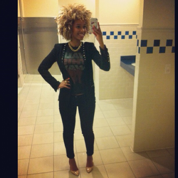 All black everything!! ..and I live in this bathroom 😂😜😄💋 LOL #lookoftheday #ootd #faarrow #naturalhair #curlyhair (Taken with Instagram)