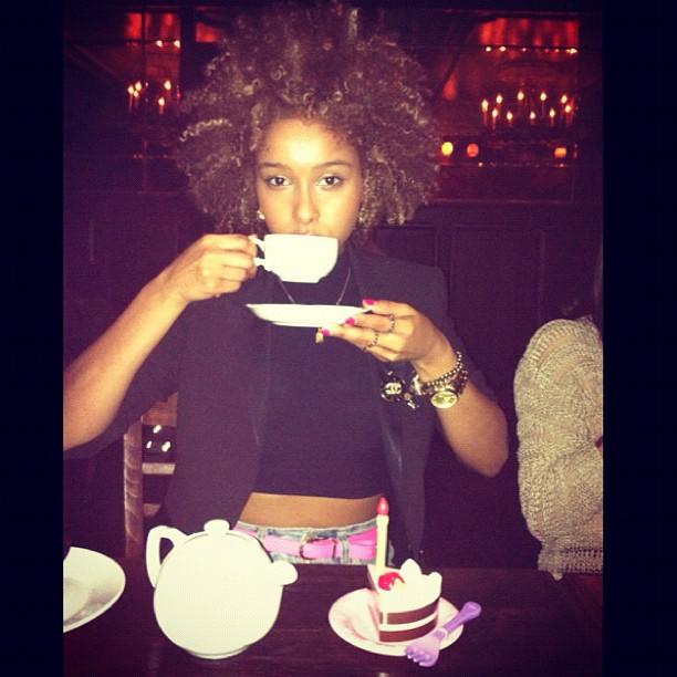Tea Time ่;-) #curlyhair #naturalhair #curlyblond #faarrow #iman