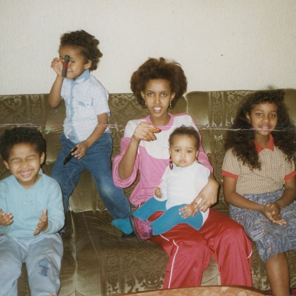 Round 2 of #nationalsiblingday .. Me, Iman, @idmanh, @ilhamhashi and our Habaryar 💋(aunt) .. Ilham is the only one who escaped my mothers infamous HAIR CHOP!  She hated doing our THAT much 😂 lol #germany