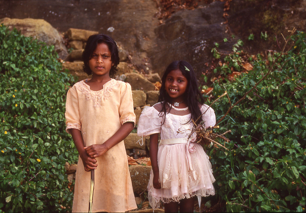 travel-lankan-girls.jpg
