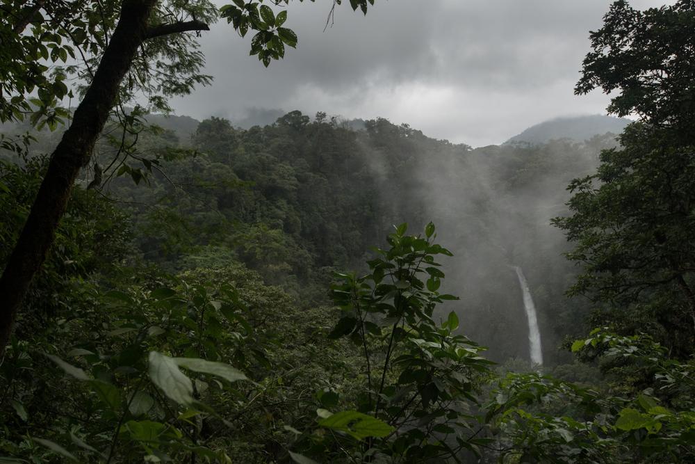 20150809_Arenal-Waterfall_Costa-Rica_1.jpg