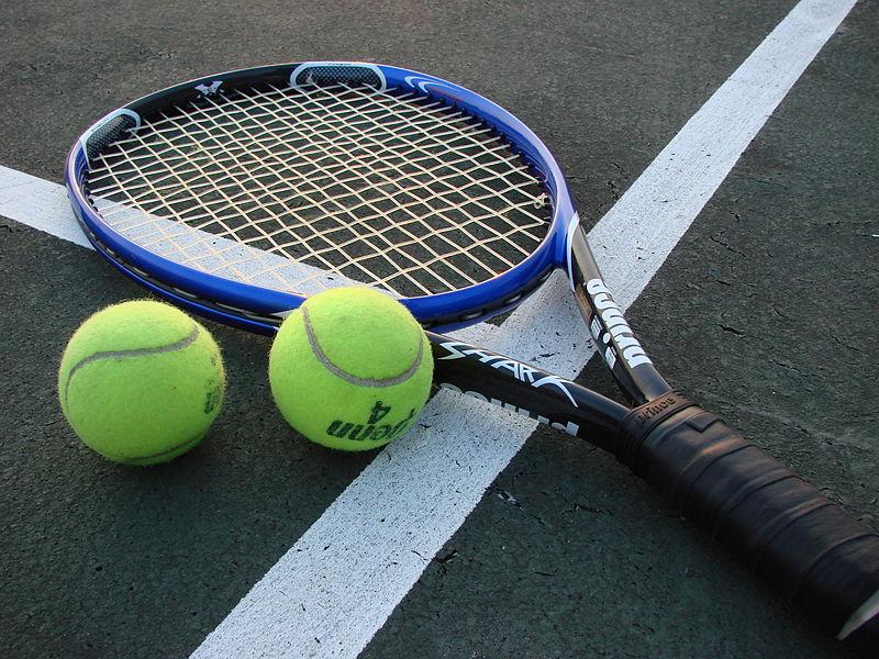 800px-Tennis_Racket_and_Balls.jpg