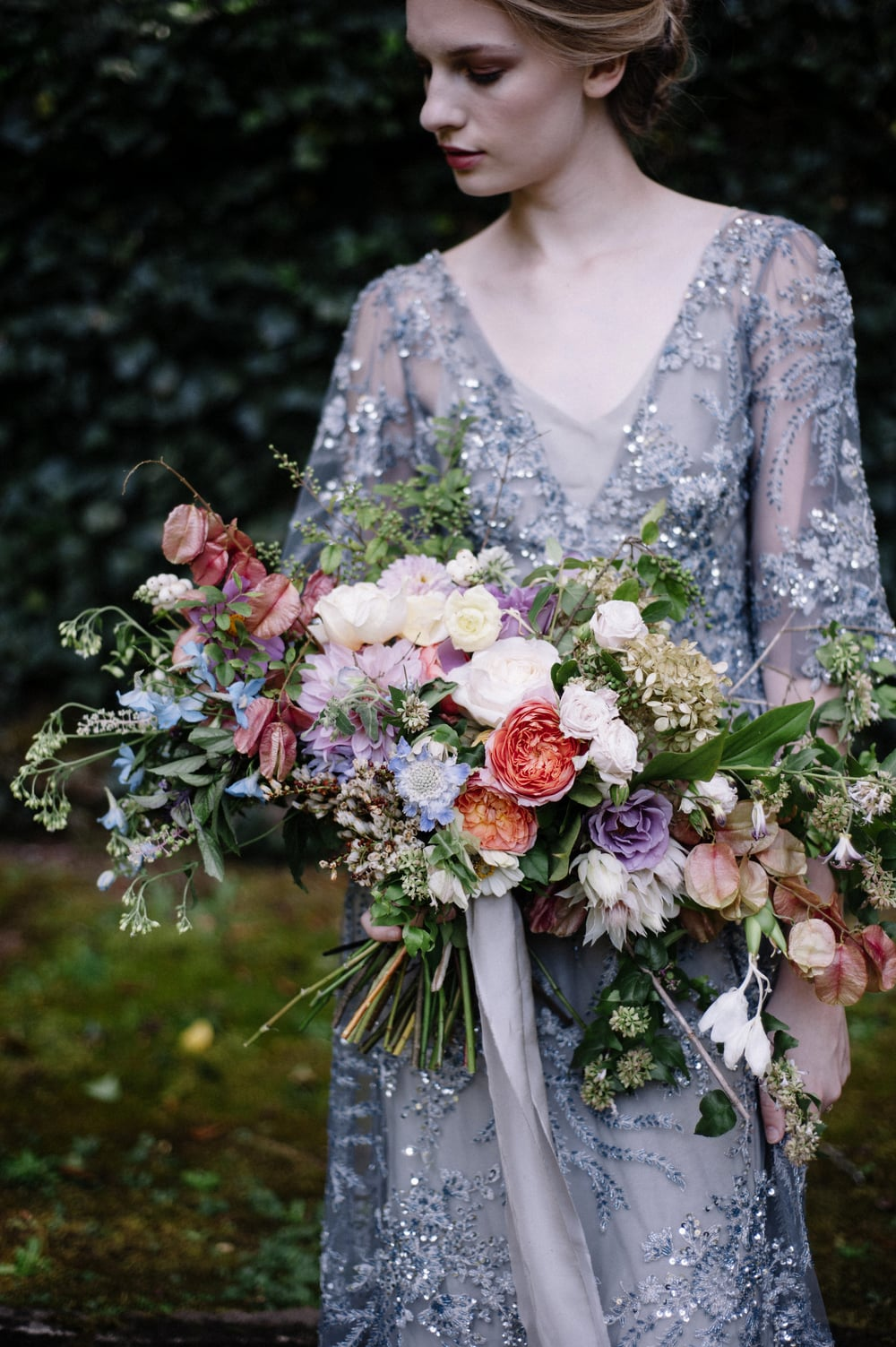 amy-osaba-events-flower-workshop-katie-hyatt-blue-dress-pink-flowers-bouquet55.jpg