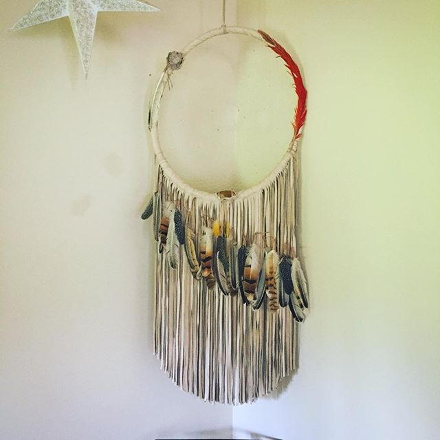 A few weeks ago I received my  custom made for me creation ,from @bulletproofaura .  It came just in time to catch my dreams 🌝Everyday I look at it and appreciate the magic and power it carries and represents in my space of creation.  Thank you thank you thank you ❤️⭐️ @kikidemakawao  #gscout #handmadedreamcatcher #Paris #maui #vancouver #hawaii @coyotemoccasins  @cheyennejagger #feathers #oneofakind