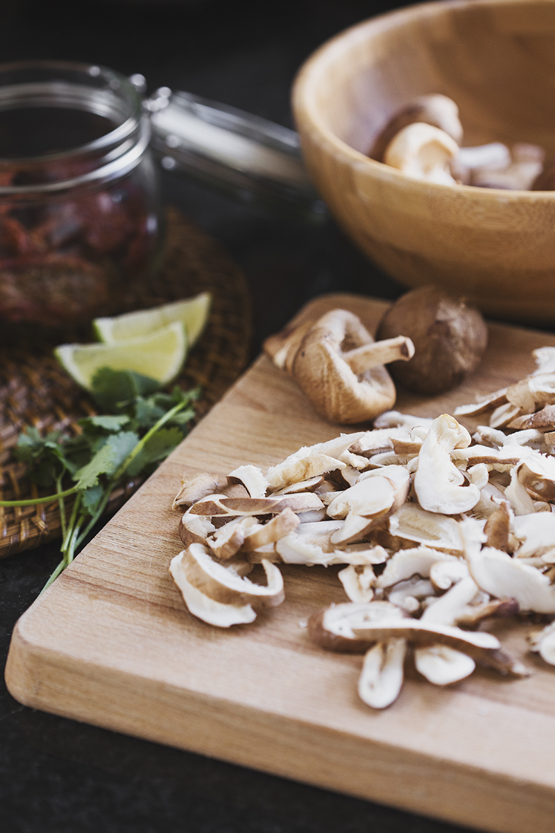 Receita Vegan de Quesadillas de Feijão Preto, Pêra-Abacate & Shiitakes Grelhados