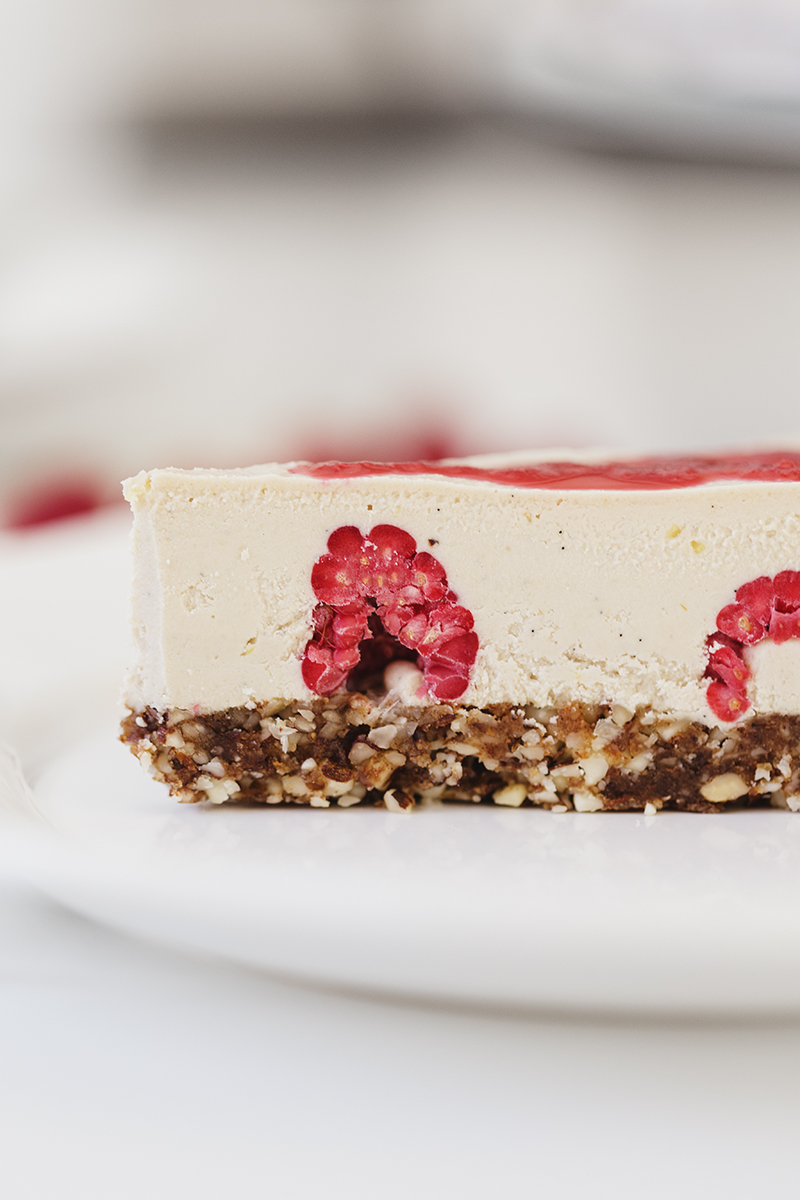 Healthy Raw Vegan Lemon & Raspberry Cheesecake