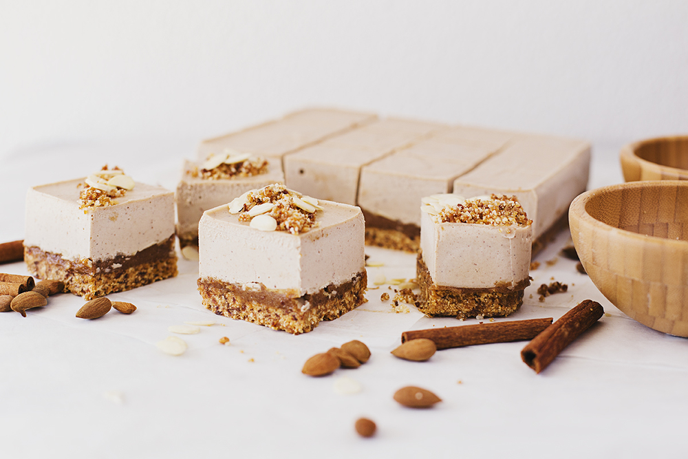 "A Vegan and Healthy Roasted Almond & Salted Caramel Easter ""Cheesecake"""