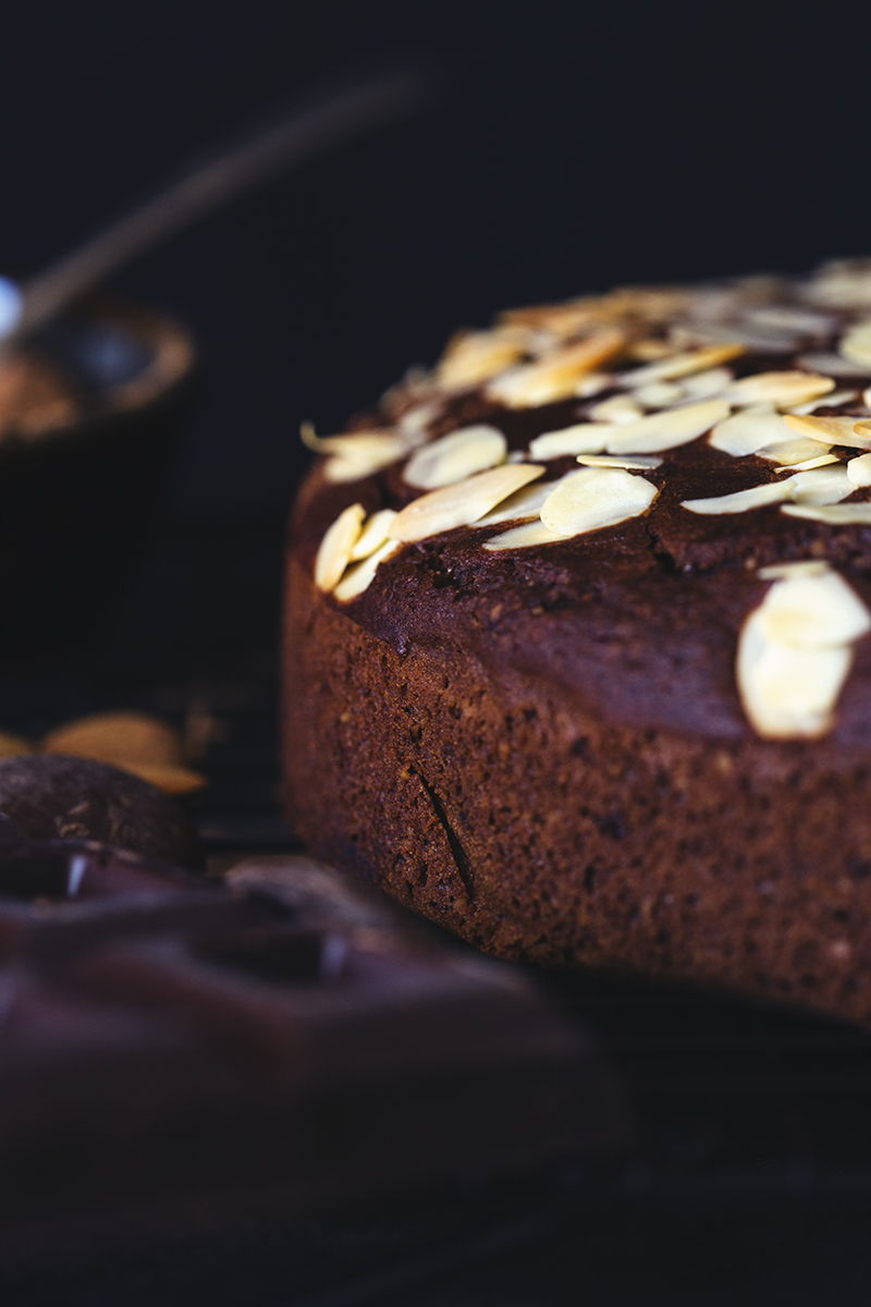 Healthy Vegan Chocolate & Almond Cake Recipe