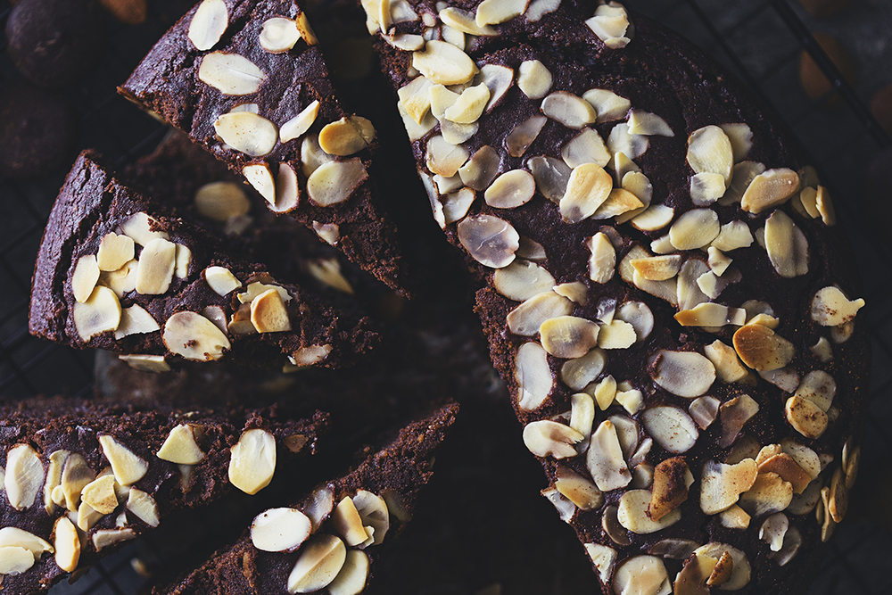 Receita Vegan   e Saudável de Bolo de Chocolate & Amêndoa