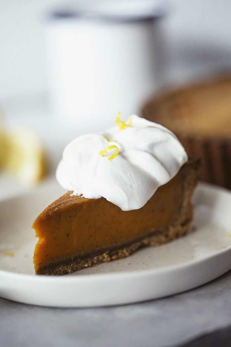 Healthy and Vegan Sweet Potato Pie, the perfect dessert recipe for Christmas!
