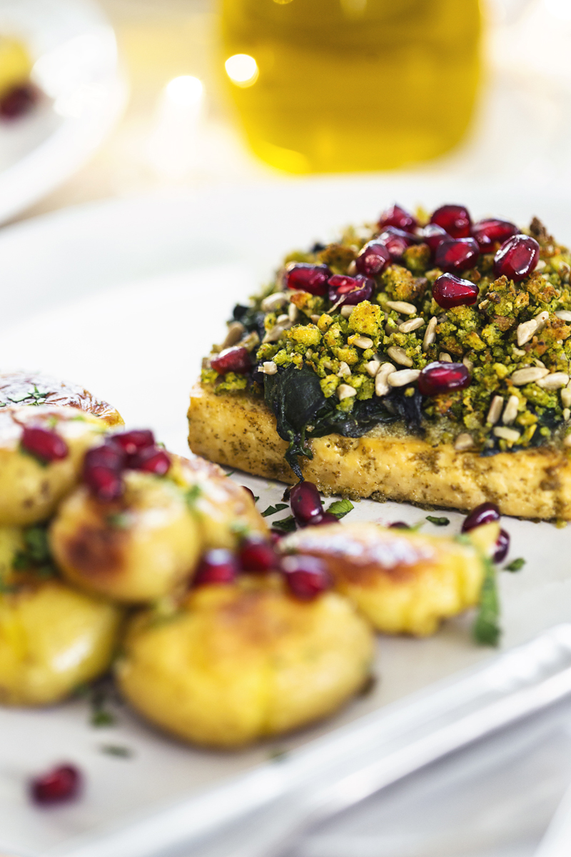 Tofu com Broa e Espinafres, uma receita vegan e saudável para o Natal.